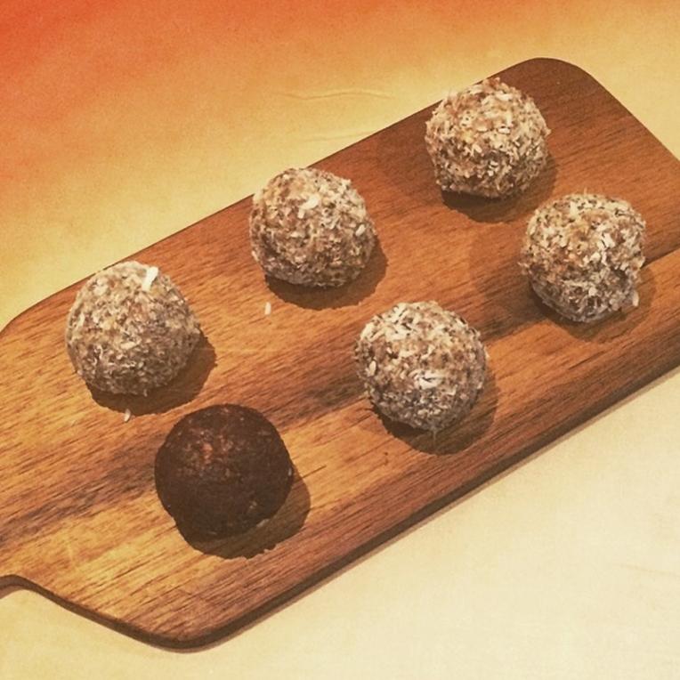 Coco energy balls