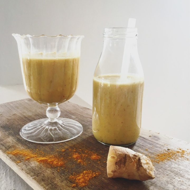 Turmeric recovery smoothie