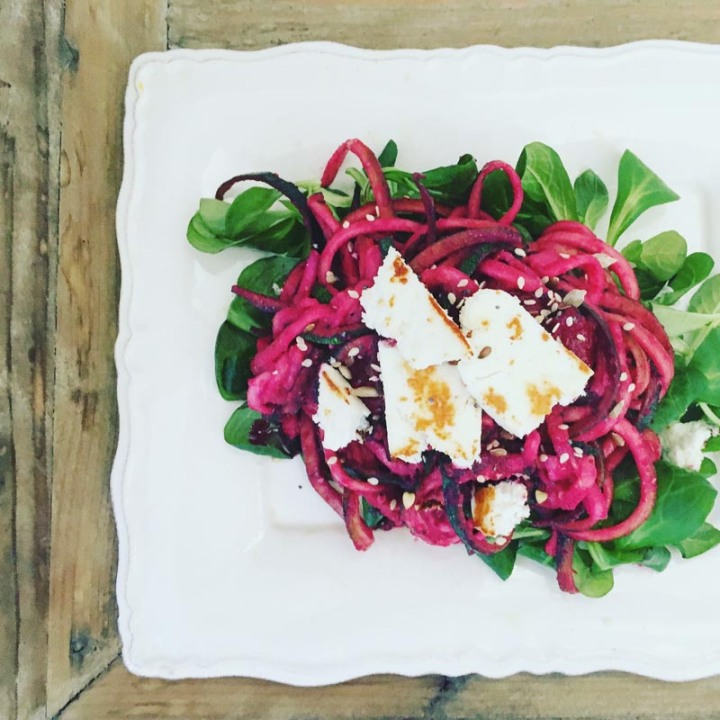 Beetroot courgetti with crispy cheese