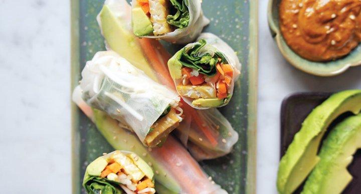 Tempeh rolls with almond sataysauce